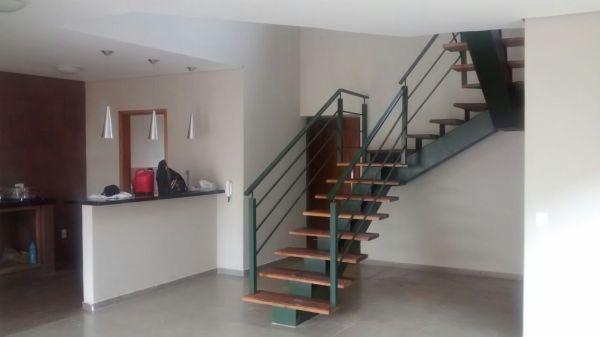 Escada estrutura metálica e madeira